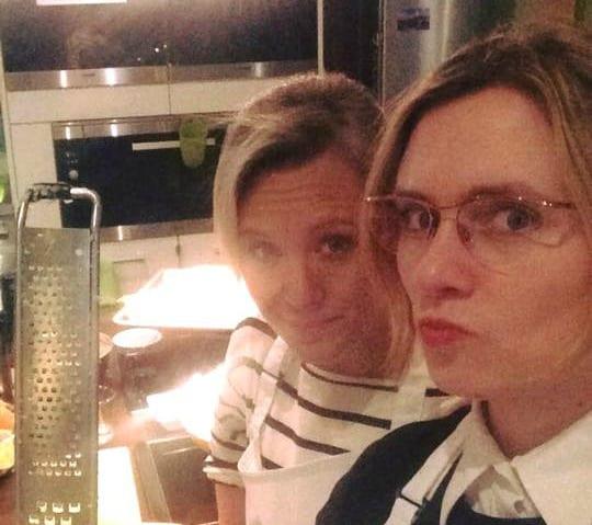 Svenja und Elina kochen