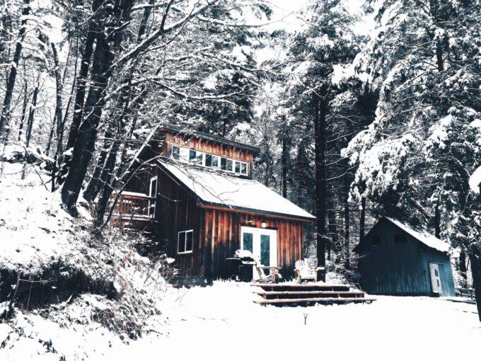 Silvester in Ruhe: Kurzurlaub in abgeschiedenen Hütten